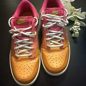 Women's Nike Swoosh